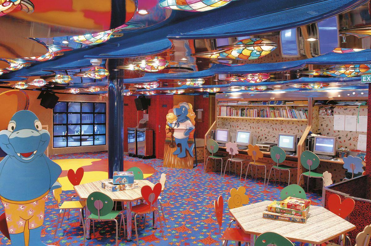 Все о круизном лайнере Costa Mediterranea: http://www.cruisetips.ru/ship/costa-mediterranea